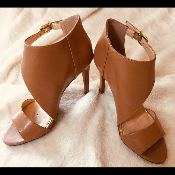 67a8ada1ecf BCBG Camel Color Unusual Design High Heels Shoes